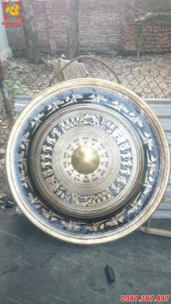 Chiêng đồng đường kính 60cm chạm hoa văn trống đồng