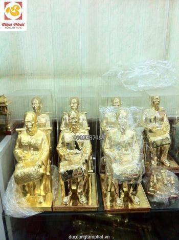 Tượng Bác Hồ ngồi đọc báo cao 42cm, mạ vàng tinh khiết