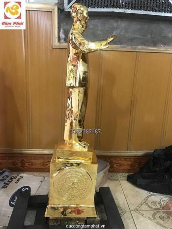 Tượng Bác Hồ vẫy tay chào cao 60cm, mạ vàng 24K