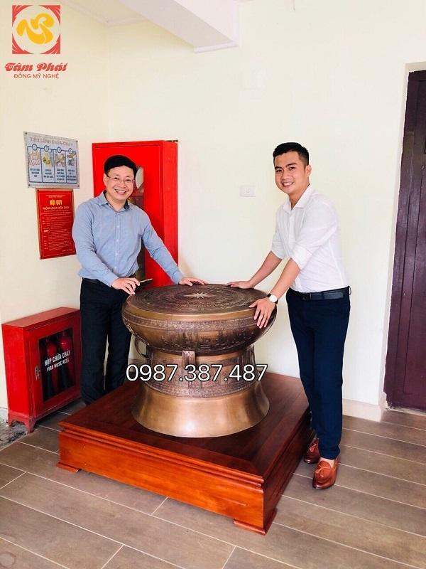 Bàn giao Trống đồng đường kính 80cm giả cổ Uỷ ban nhân dân TP Hà Nội