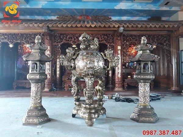 Đỉnh thất lân vờn cầu cao 1m5 và đôi đèn cao 1m6 lắp đặt cho khách