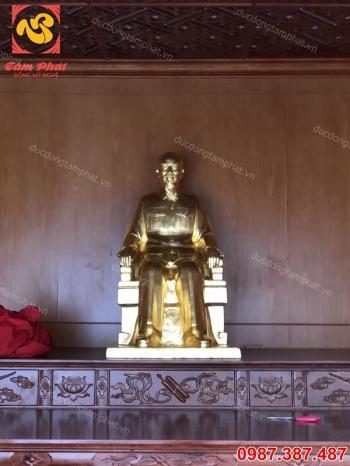Tượng Bác Hồ ngồi ghế mây cao 1m thếp vàng 9999..!!