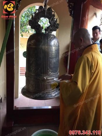 Chuông đồng cao 1m45 đúc tại chùa Trùng Quang - Hà Nội..!!