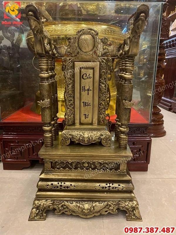 Ngai thờ bằng đồng cao 81cm và bài vị thờ giả cổ cực tinh xảo, sắc nét