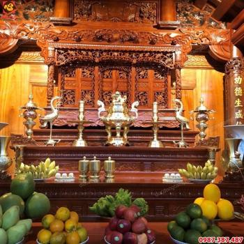Bộ đồ thờ bằng đồng cát tút cực đẹp, tinh xảo cao 70cm lắp cho phòng thờ gia tiên tại Hà Nội..!