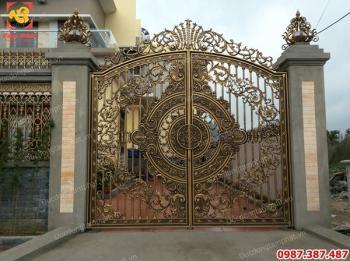 Thi công, thiết kế cổng và lan can bằng đồng cho biệt thự tuyệt đẹp..!