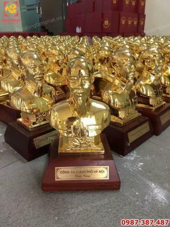 400 pho tượng Bác Hồ cao 25cm được Công An thành phố Hà Nội lựa chọn làm quà tặng cho các sở ban ngành...!