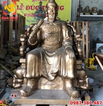 Tượng đồng Trần Quốc Tuấn cao 1m5 ngồi ngai nặng 1000kg vận chuyển sang bên Lào..!
