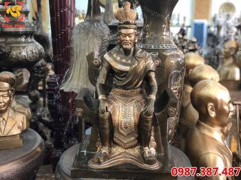 Tượng Vua Hùng, tượng Vua Hùng bằng đồng cao 80 cm
