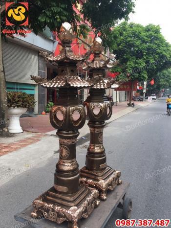 Đôi đèn đồng cao 1m8 mái chùa phớt nỉ tuyệt đẹp cho đền, chùa, miếu, mạo..!