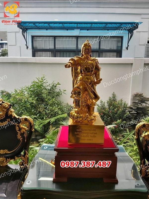 Tượng Trần Quốc Tuấn chỉ tay cao 70cm mạ vàng 24k tại nhà thờ Nha Trang