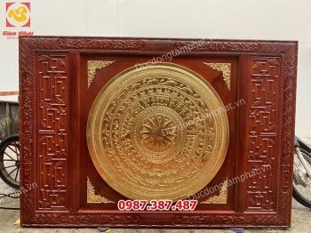 Mặt trống đồng thếp vàng 9999 đường kính 1m khung gỗ gụ hoa văn tinh xảo..!