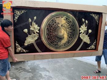 Mặt trống đồng hoa sen kích thước 2m5 x 1m5 bàn giao cho khách Sài Gòn..!