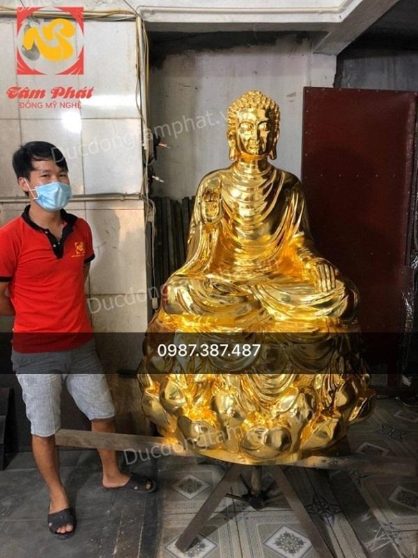 Tượng Phật Thích Ca bằng đồng cao 1m3 nặng 300kg mạ vàng đã hoàn thiện