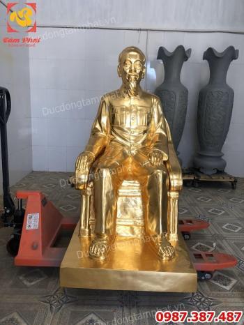 Tượng Bác Hồ ngồi ghế salon dát vàng 9999 cao 1m5 nặng 450kg đồng đỏ nguyên chất.!