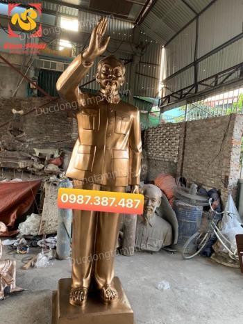 Tượng đồng Bác Hồ vẫy tay chào cao 3m nặng 1 tấn 2 đã bàn giao cho Sở chỉ huy quân sự tỉnh Đồng Nai