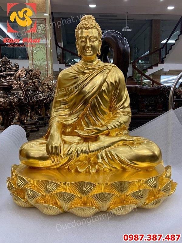 Đúc tượng Phật Thích ca bằng đồng dát vàng cao 1m2 cho chùa Quảng Ninh