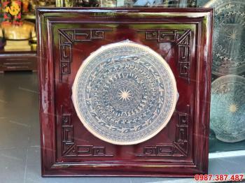 Mặt trống đồng đỏ khung gỗ vuông 80 cm
