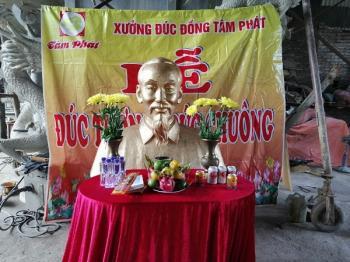 Tượng chân dung Bác Hồ cao 1m5 bằng đồng đỏ dát vàng 9999 đặt tại nghĩa trang Đồng Nai