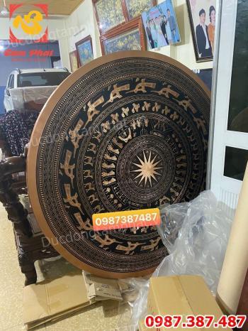 Mặt trống đồng đỏ đường kính 1m6 nặng 200kg bàn giao cho công an tỉnh Quảng Ninh