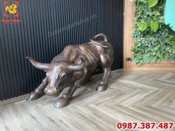 Bò tót phố Wall dài 1m2 nặng 200kg lắp cho phòng giao dịch chứng khoán FPT!