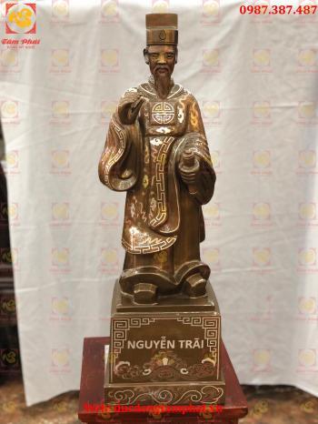 Tượng Nguyễn Trãi bằng đồng đỏ khảm tam khí