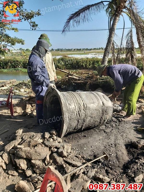 Đúc chuông đồng tại công trình Chùa Cổ Linh - Hải Phòng cao 1m7 nặng 535kg